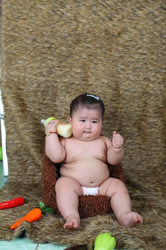 Mới 11 tháng tuổi, bé gái ú na ú nần đã nặng 14kg khiến các mẹ không thể tin vào mắt mình - Ảnh 7.