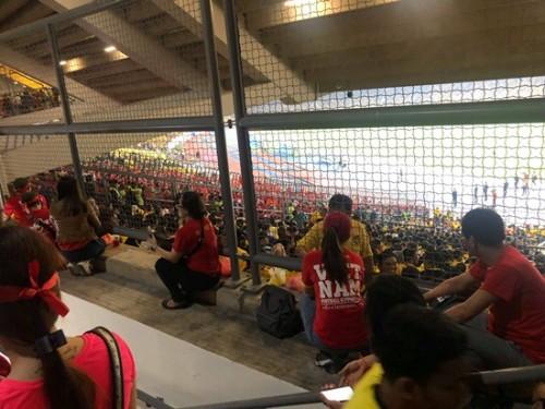CĐV Việt Nam có vé không được vào sân Bukit Jalil: Cảnh sát Malaysia điều tra - Ảnh 1.