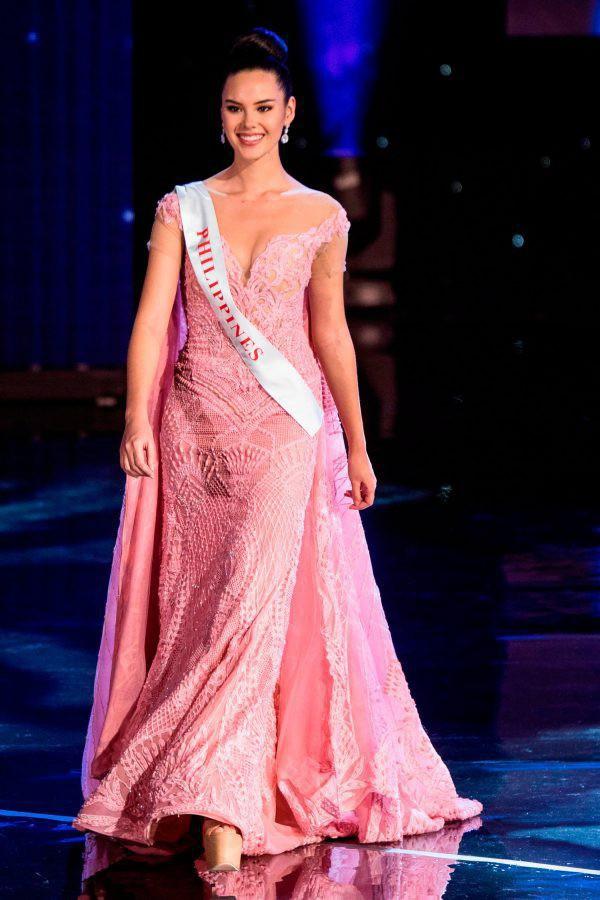 Sự trùng lặp khó tin Miss Universe 2018: Tân Hoa hậu và màn đăng quang cách đây gần 30 năm trước - Ảnh 3.