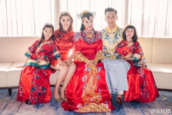 """""""Quả bom sex gốc Việt"""" Chung Lệ Đề: Trải qua 2 đời chồng cùng 4 đứa con gái vẫn gặp được chân ái kém 12 tuổi - Ảnh 16."""
