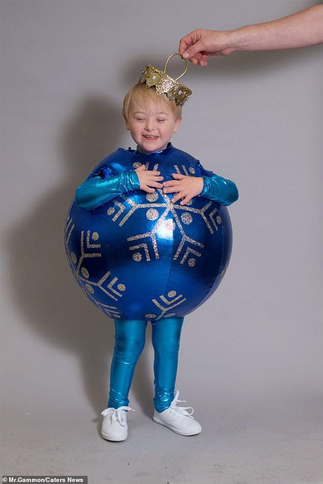 Bé trai 5 tuổi mắc hội chứng Down bất ngờ gây sốt cộng đồng khi trở thành một người mẫu nhí nổi tiếng và đắt show - Ảnh 2.
