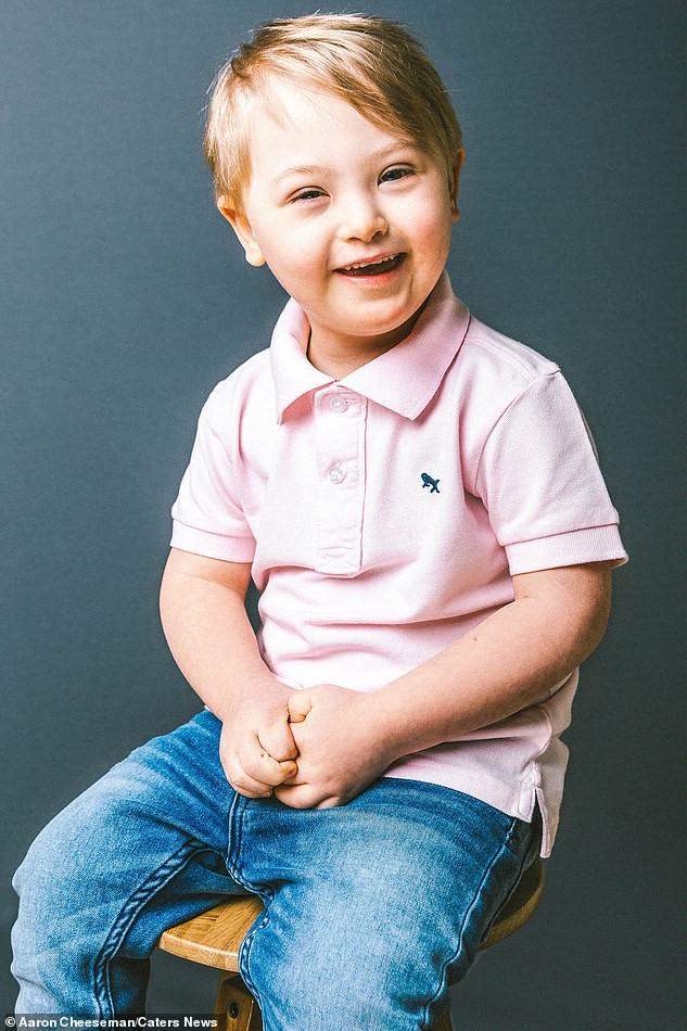 Bé trai 5 tuổi mắc hội chứng Down bất ngờ gây sốt cộng đồng khi trở thành một người mẫu nhí nổi tiếng và đắt show - Ảnh 3.