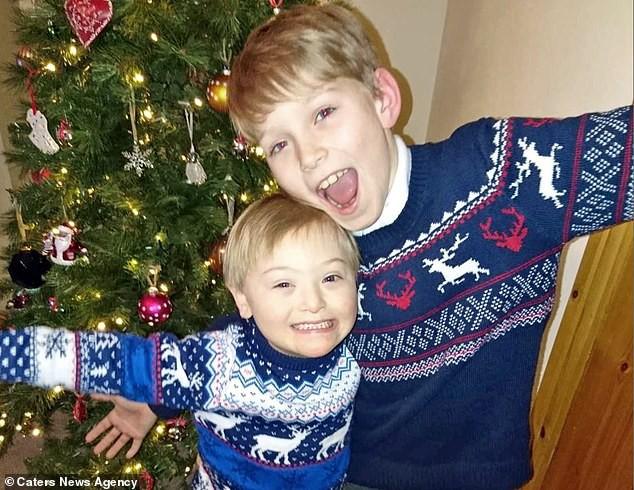 Bé trai 5 tuổi mắc hội chứng Down bất ngờ gây sốt cộng đồng khi trở thành một người mẫu nhí nổi tiếng và đắt show - Ảnh 5.