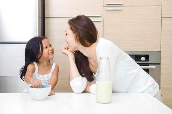 Lạt mềm buộc chặt - Phương pháp đơn giản giúp mẹ dạy con ngoan không cần quát mắng - Ảnh 2.