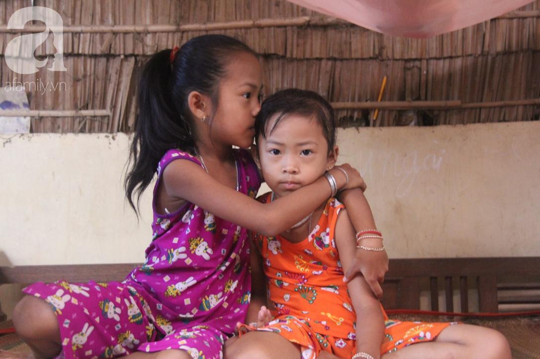 Mẹ câm điếc rồi mất, hai bé gái 6 và 9 tuổi đã được mọi người giúp đỡ cho đi học tiếp - Ảnh 8.
