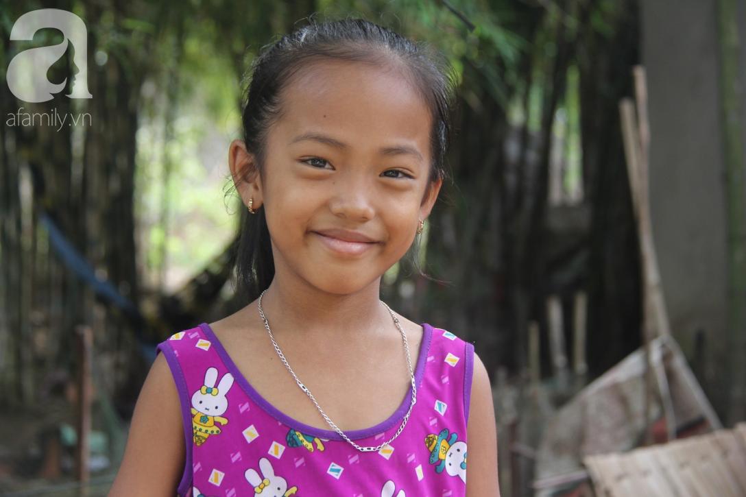 Mẹ câm điếc rồi mất, hai bé gái 6 và 9 tuổi đã được mọi người giúp đỡ cho đi học tiếp - Ảnh 11.