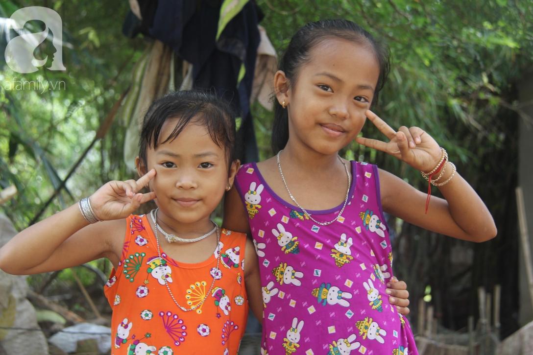 Mẹ câm điếc rồi mất, hai bé gái 6 và 9 tuổi đã được mọi người giúp đỡ cho đi học tiếp - Ảnh 4.