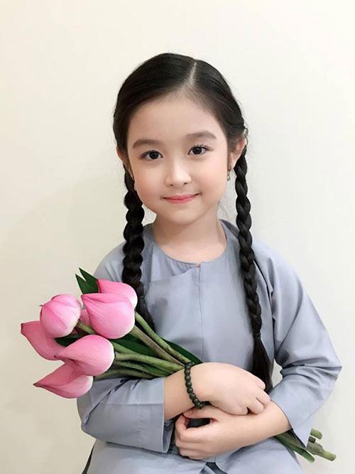Nhan sắc lịm tim của bé gái ngồi cạnh Hoa hậu Đỗ Mỹ Linh, danh tính cô bé mới khiến dân mạng bất ngờ - Ảnh 8.