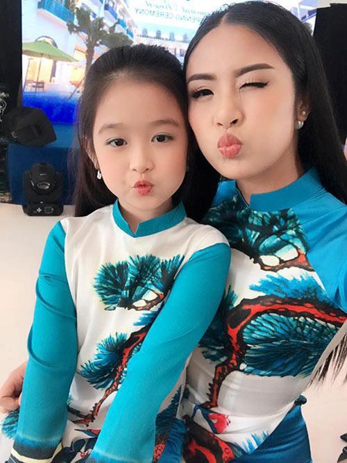 Nhan sắc lịm tim của bé gái ngồi cạnh Hoa hậu Đỗ Mỹ Linh, danh tính cô bé mới khiến dân mạng bất ngờ - Ảnh 9.