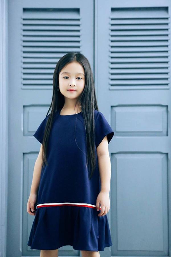 Nhan sắc lịm tim của bé gái ngồi cạnh Hoa hậu Đỗ Mỹ Linh, danh tính cô bé mới khiến dân mạng bất ngờ - Ảnh 18.