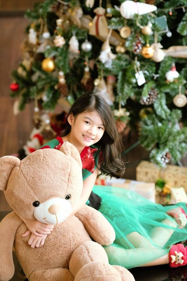 Ngắm loạt nhóc tỳ nhà sao Việt cực dễ thương trong loạt ảnh Giáng sinh, bất ngờ nhất là cô tiểu thư này - Ảnh 9.
