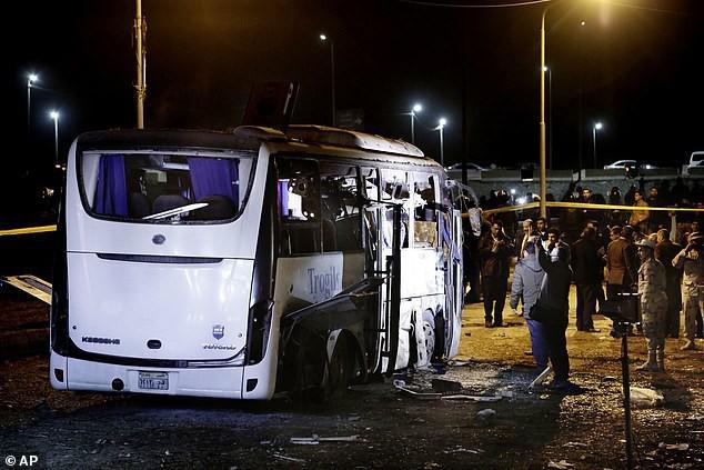 Xe chở đoàn du khách Việt Nam bị đánh bom ở Ai Cập: Ít nhất 14 người thương vong - Ảnh 5.