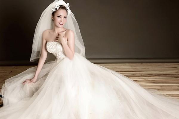 Thông tin hiếm hoi về chồng đại gia, hơn 8 tuổi của Á hậu Thụy Vân - Ảnh 1.