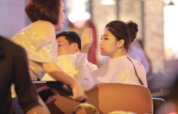 Á hậu Thanh Tú và chồng đại gia bất ngờ xuất hiện tại địa điểm này sau đám cưới hoành tráng - Ảnh 3.