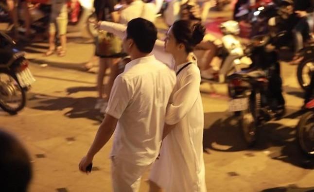 Á hậu Thanh Tú và chồng đại gia bất ngờ xuất hiện tại địa điểm này sau đám cưới hoành tráng - Ảnh 8.