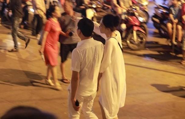 Á hậu Thanh Tú và chồng đại gia bất ngờ xuất hiện tại địa điểm này sau đám cưới hoành tráng - Ảnh 7.