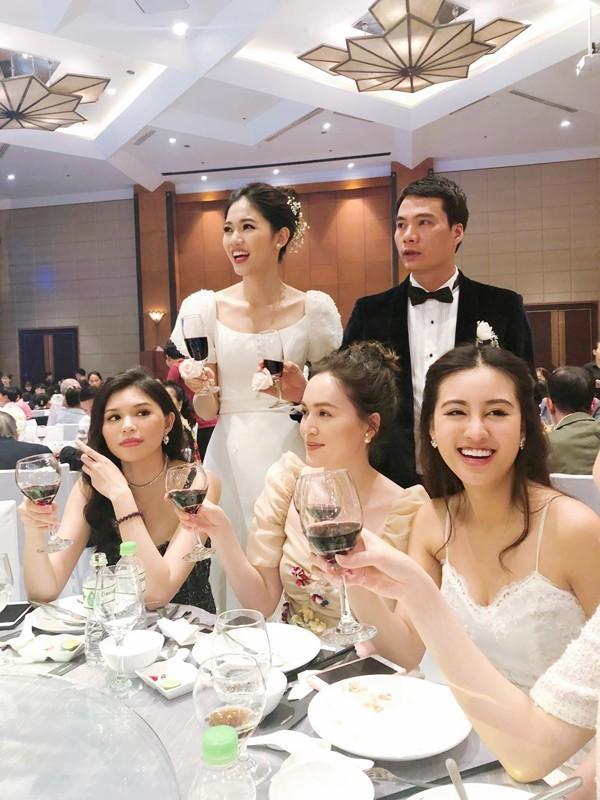 Á hậu Thanh Tú và chồng đại gia bất ngờ xuất hiện tại địa điểm này sau đám cưới hoành tráng - Ảnh 1.