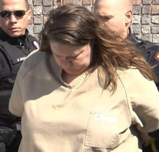 Người phụ nữ nặng 150kg bị buộc tội giết người vì ngồi lên bạn trai 55kg - Ảnh 2.