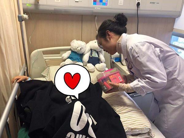 Bé gái 3 tuổi bị chẩn đoán mắc bệnh ung thư vú, dấu hiệu đến từ những thay đổi nhỏ nhất trên người em được mẹ phát hiện kịp thời - Ảnh 4.