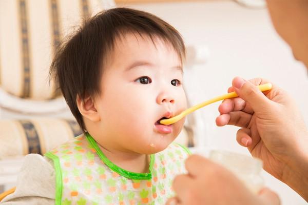 4 sản phẩm cho trẻ không nên tốn tiền mua bởi chỉ lãng phí tiền bạc, lại làm tổn hại thêm sức khỏe  - Ảnh 1.