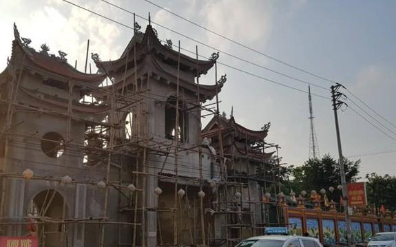 Thái Nguyên: Nam thanh niên vào chùa bắn 7 phát chỉ thiên rồi dùng dao tự sát