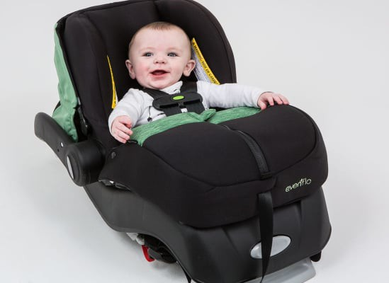 Mặc áo khoác cho trẻ khi đi ô tô có thể gây ra rủi ro đáng sợ như thế này - Ảnh 6.