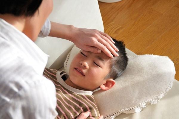 Bác sĩ Việt tại Pháp: Đừng kì thị kháng sinh, bởi dùng thuốc đúng lúc cũng giúp tăng cường hệ miễn dịch của trẻ - Ảnh 4.