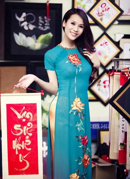 Bật mí cho 'nàng điệu' 5 kiểu áo dài 'thần thánh' vừa đẹp lại vừa thoải mái diện Tết - Ảnh 8.