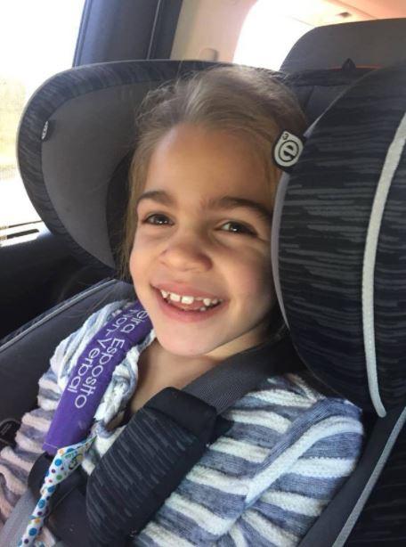 Sau sinh nhật 5 tuổi, bé gái xinh xắn bỗng quên hết mọi thứ đã học - Ảnh 1.