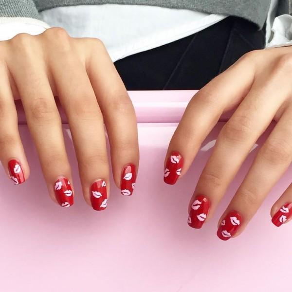 22 mẫu nail đỏ 'vừa đẹp vừa sang' cho nàng tỏa sáng trong dịp Tết Mậu Tuất 2018 - Ảnh 18.