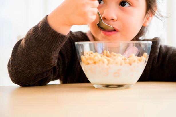 Không để trẻ sút cân hoặc béo phì sau Tết, mẹ cần cho bé tránh xa những loại đồ ăn này - Ảnh 3.