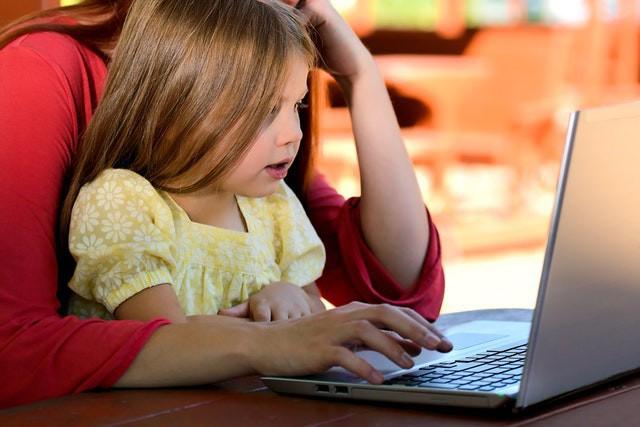 Mẹo giúp các bậc cha mẹ định hướng cho con cái trong thế giới Internet - Ảnh 1.