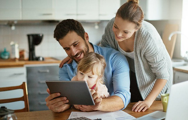 Mẹo giúp các bậc cha mẹ định hướng cho con cái trong thế giới Internet - Ảnh 2.