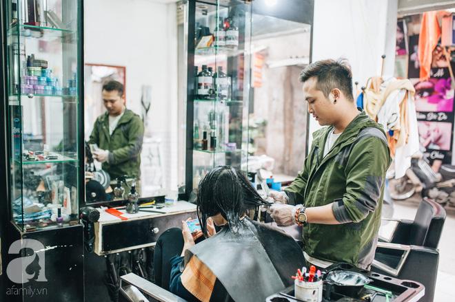 Ngày 30 tháng Chạp bận tối mắt ở một tiệm tóc Hà Nội, nghe bà chủ trải lòng về nghề sang chảnh trên đầu thiên hạ - Ảnh 3.