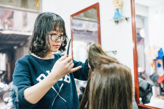 Ngày 30 tháng Chạp bận tối mắt ở một tiệm tóc Hà Nội, nghe bà chủ trải lòng về nghề sang chảnh trên đầu thiên hạ - Ảnh 4.
