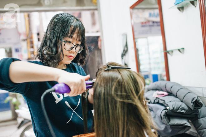 Ngày 30 tháng Chạp bận tối mắt ở một tiệm tóc Hà Nội, nghe bà chủ trải lòng về nghề sang chảnh trên đầu thiên hạ - Ảnh 8.