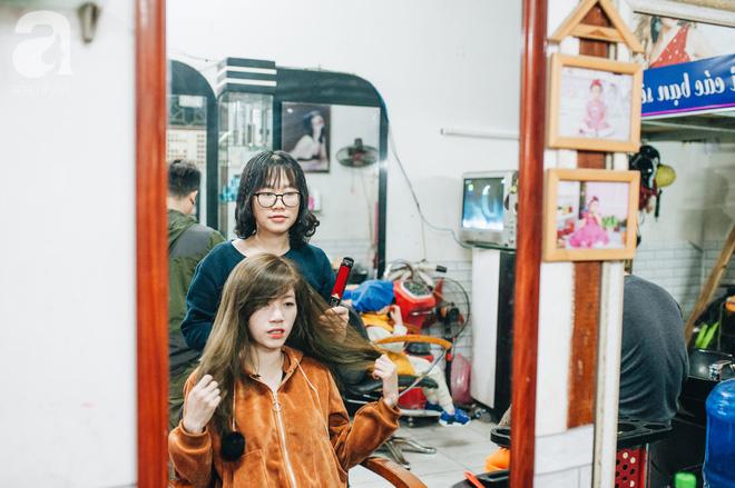 Ngày 30 tháng Chạp bận tối mắt ở một tiệm tóc Hà Nội, nghe bà chủ trải lòng về nghề sang chảnh trên đầu thiên hạ - Ảnh 11.