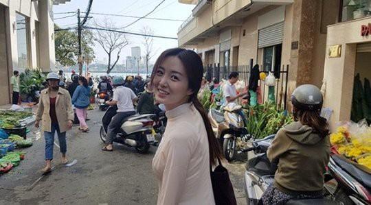 Nam diễn viên Vì sao đưa anh tới bất ngờ đưa vợ tới Việt Nam du lịch - Ảnh 1.