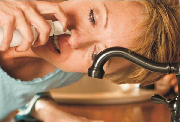 6 bước rửa mũi giúp giảm triệu chứng cảm lạnh và dị ứng - Ảnh 2.