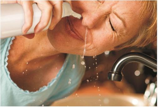 6 bước rửa mũi giúp giảm triệu chứng cảm lạnh và dị ứng - Ảnh 3.