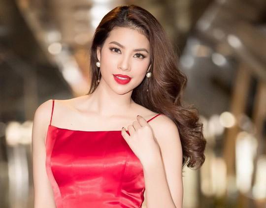 Hoa hậu Phạm Hương trải lòng về những góc khuất sau đăng quang - Ảnh 1.