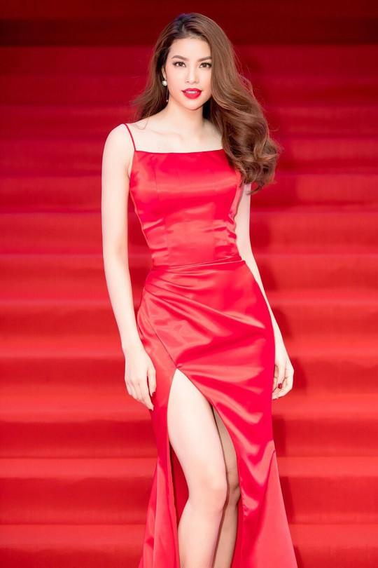 Hoa hậu Phạm Hương trải lòng về những góc khuất sau đăng quang - Ảnh 5.