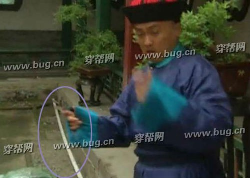 Phát lại sau 20 năm, Hoàn Châu cách cách bị khán giả soi ra nhiều sạn phim gây cười - Ảnh 2.