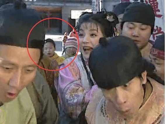 Phát lại sau 20 năm, Hoàn Châu cách cách bị khán giả soi ra nhiều sạn phim gây cười - Ảnh 6.