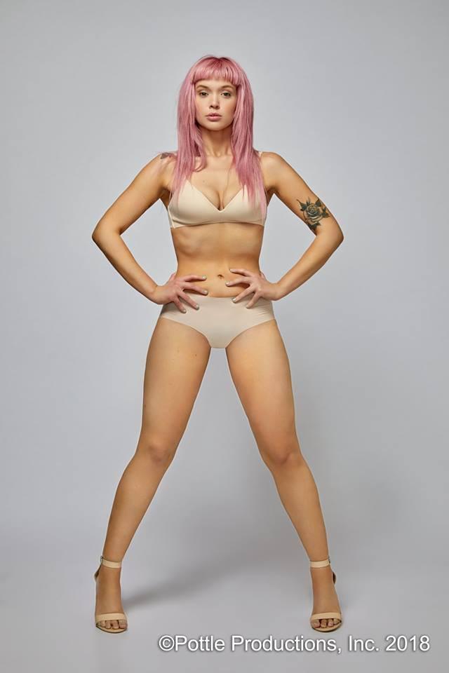 """""""Cô gái tóc hồng"""" vừa rút khỏi Next Top Mỹ: Lí lắc trước giám khảo nhưng khó chịu ở nhà chung! - Ảnh 1."""