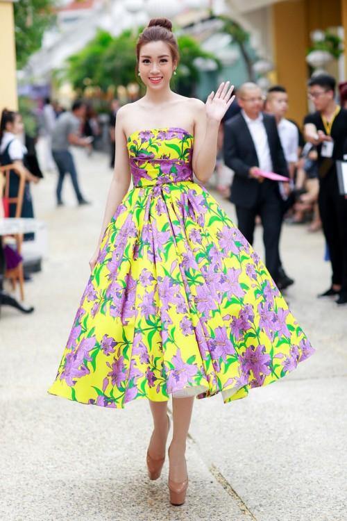 'Người đẹp vì lụa' quả không sai! Đỗ Mỹ Linh trở thành biểu tượng thời trang Việt nhờ loạt váy áo này - Ảnh 15.