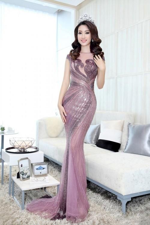 'Người đẹp vì lụa' quả không sai! Đỗ Mỹ Linh trở thành biểu tượng thời trang Việt nhờ loạt váy áo này - Ảnh 3.