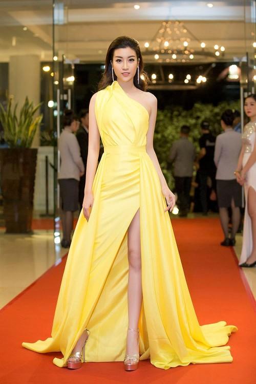 'Người đẹp vì lụa' quả không sai! Đỗ Mỹ Linh trở thành biểu tượng thời trang Việt nhờ loạt váy áo này - Ảnh 7.