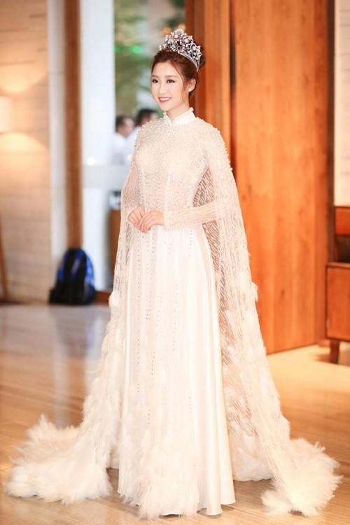 'Người đẹp vì lụa' quả không sai! Đỗ Mỹ Linh trở thành biểu tượng thời trang Việt nhờ loạt váy áo này - Ảnh 10.