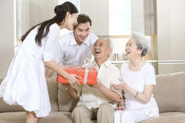 Vợ tức nghẹn vì chồng được thưởng Tết toàn đồ nhập khẩu, không cho con ăn mà gửi hết về biếu ông bà nội - Ảnh 7.
